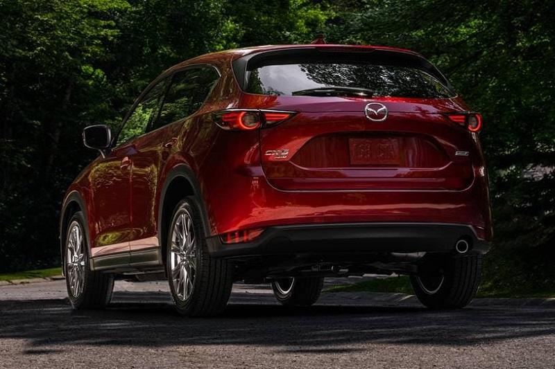 Mazda CX-5 2021, вид сзади
