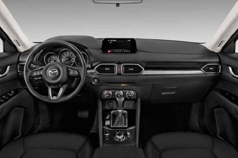 Салон Mazda CX-5 2021, руль и панель управления