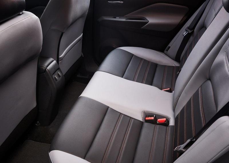 Nissan Kicks 2021, задние кресла