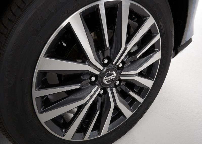 Nissan Kicks 2021, переднее правое колесо