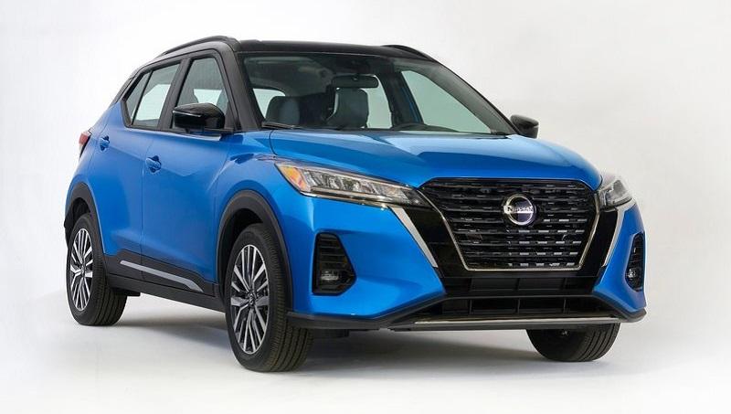 Nissan Kicks 2021, вид спереди и сбоку справа