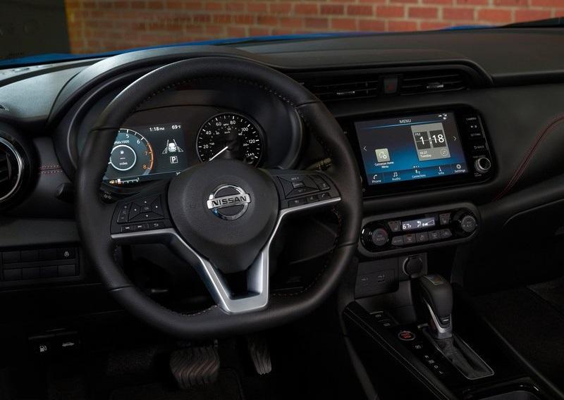 Nissan Kicks 2021, руль и панель управления