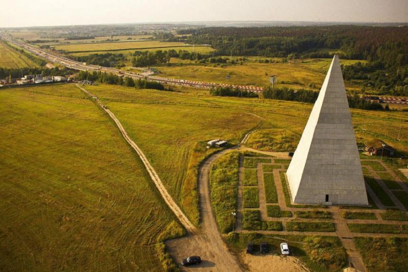 Пирамида Голода на трассе М9