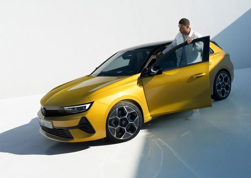 Opel Astra 2022 – новая генерация популярного хэтчбека