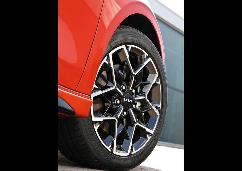 Kia Ceed 2022, переднее правое колесо