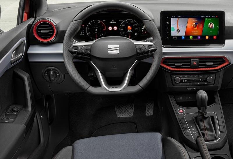 Салон Seat Ibiza 2022, руль и панель управления