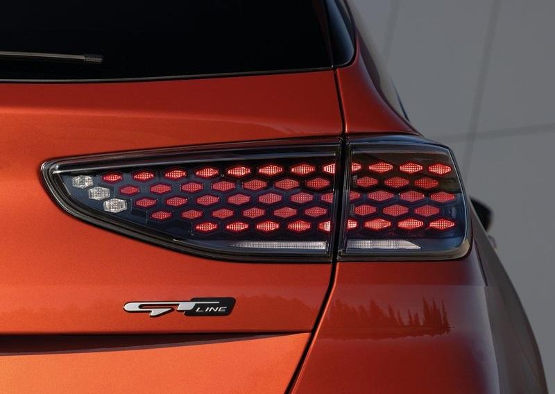 Kia Ceed 2022, задние правые фары