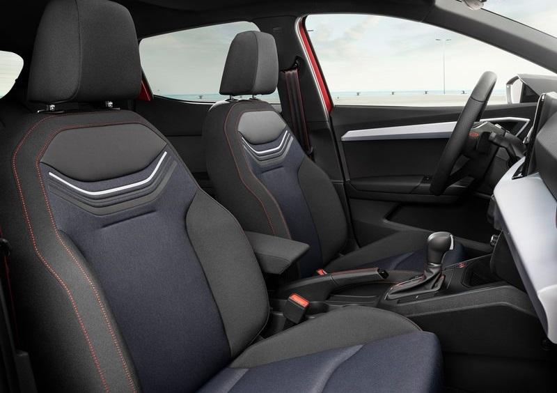 Seat Ibiza 2022, передние сидения