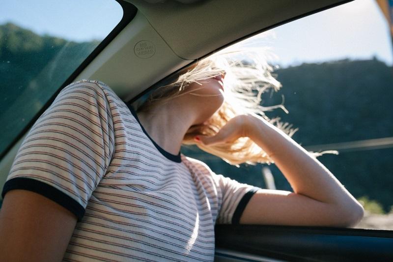 открытые окна автомобиля